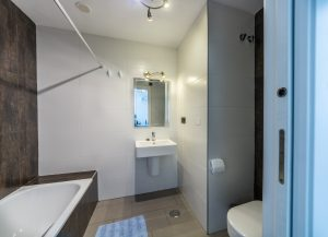 Master Bathroom-01